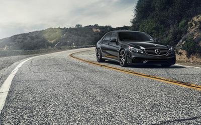 2014 Mercedes-Benz E-Class on the curvy road wallpaper