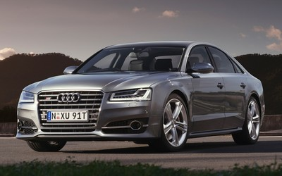 2015 Audi S8 front view wallpaper