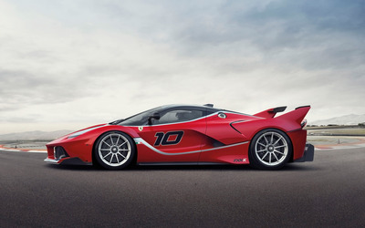 2015 Ferrari FXX side view wallpaper