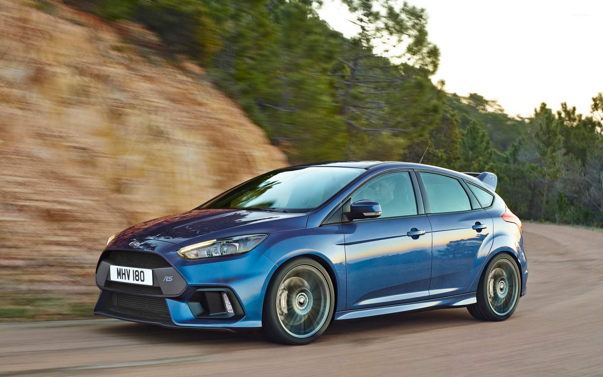 2015 Ford Focus Rs Side View Wallpaper Car Wallpapers