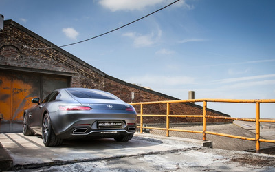 2015 Mcchip-DKR Mercedes-AMG GT back view from distance wallpaper
