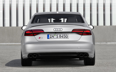 2016 Audi S8 back view wallpaper
