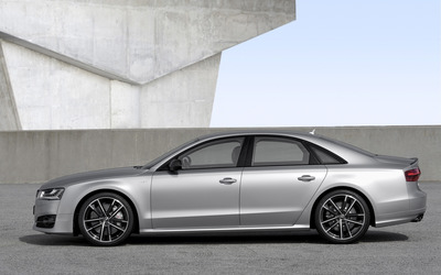 2016 Audi S8 side view wallpaper