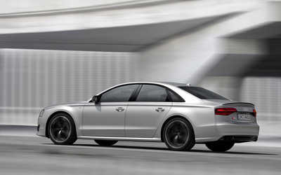 2016 Silver Audi S8 side view wallpaper