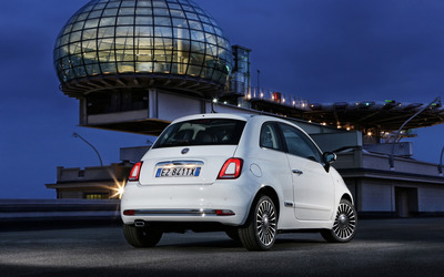 2016 White Fiat 500 back view wallpaper