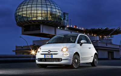 2016 White Fiat 500 parked wallpaper