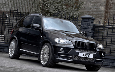 A Kahn Design BMW X5S wallpaper