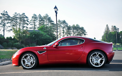 Alfa Romeo 8C wallpaper