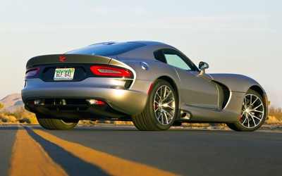 Back side view of a Dodge Viper GTS Wallpaper