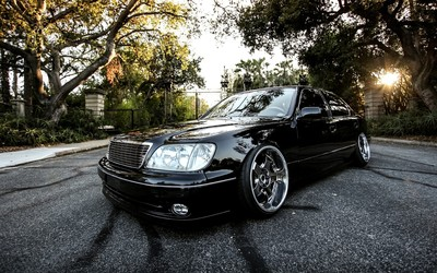 Black Lexus LS in the park wallpaper