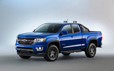 Blue Chevrolet Colorado Z71 front side view wallpaper