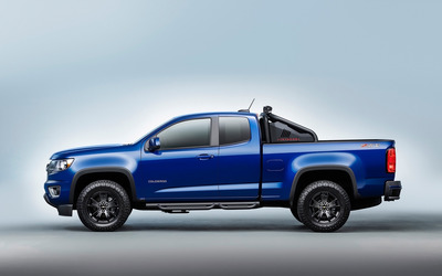 Blue Chevrolet Colorado Z71 side view wallpaper