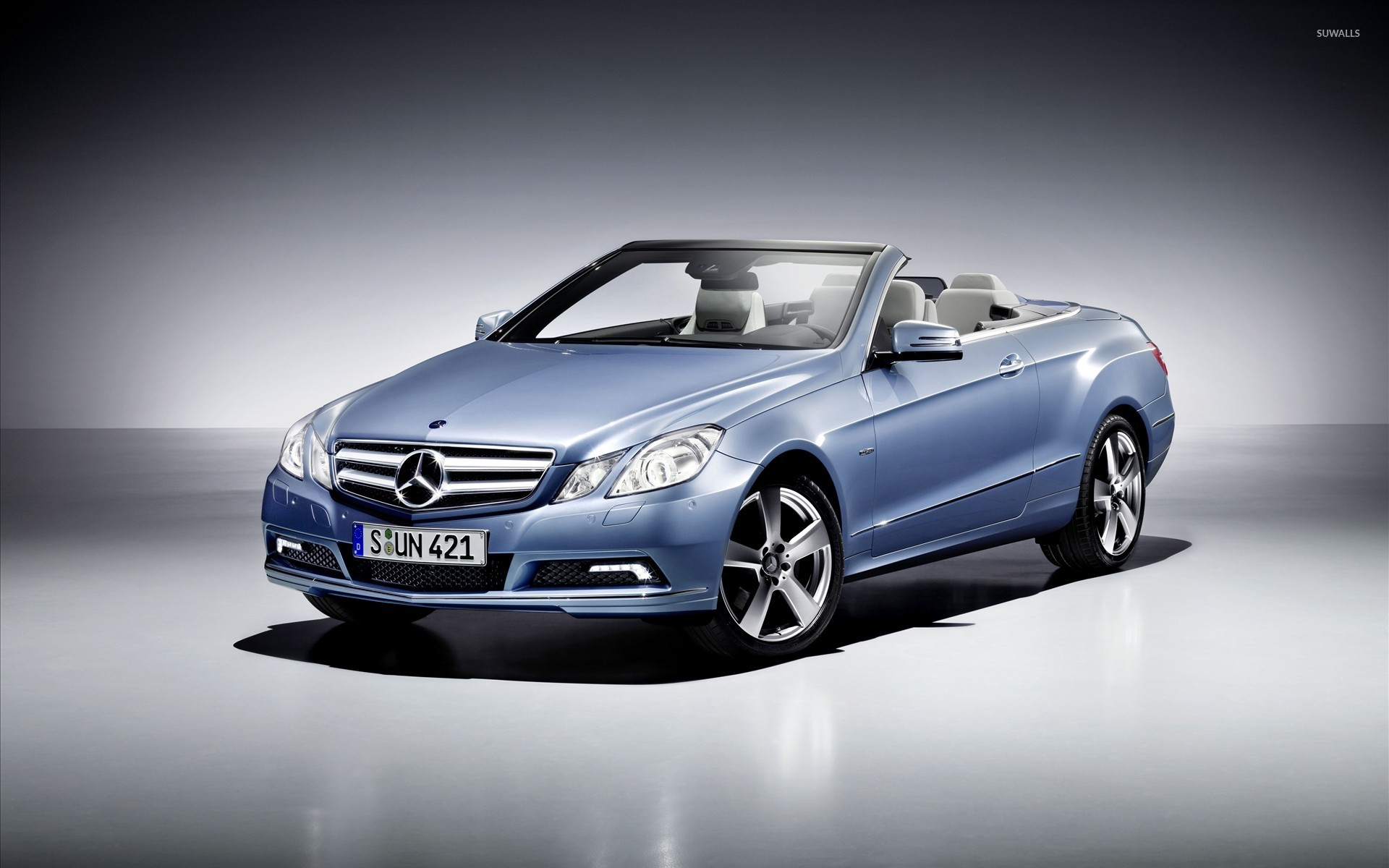 Blue mercedes benz e class convertible front side view for Mercedes benz car images