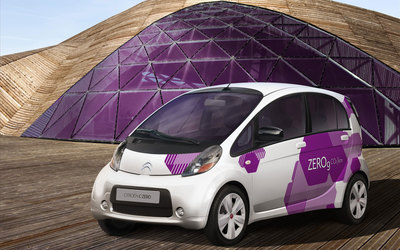 Citroen C-Zero by a dome wallpaper