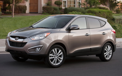 Front side view of a 2010 Hyundai Tucson wallpaper