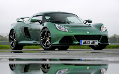 Green Lotus Exige S on the road wallpaper