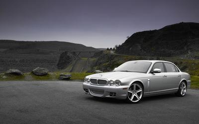 Jaguar XJ wallpaper