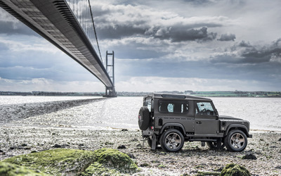 Kahn Land Rover Defender side view wallpaper