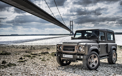 Kahn Land Rover Defender under the bridge wallpaper