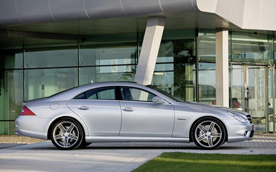 Mercedes-Benz CLS-Class side view wallpaper