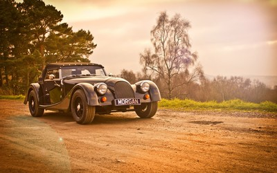 Morgan Roadster on country road wallpaper