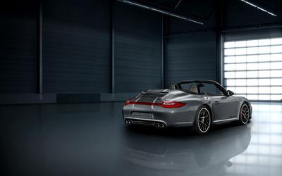 Porsche Carrera 4 GTS wallpaper