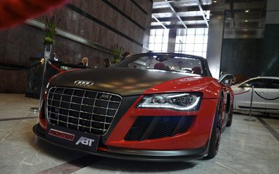 Red Audi R8 front view close-up wallpaper