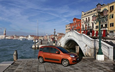 Red Fiat Panda in Venice wallpaper