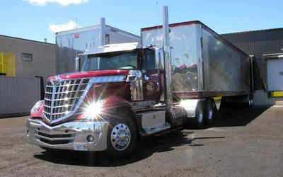Red Navistar International truck wallpaper