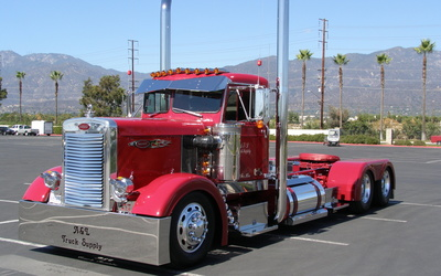 Red Peterbilt truck wallpaper