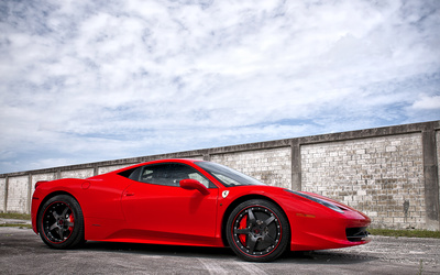 Side view of a Ferrari 458 Italia wallpaper