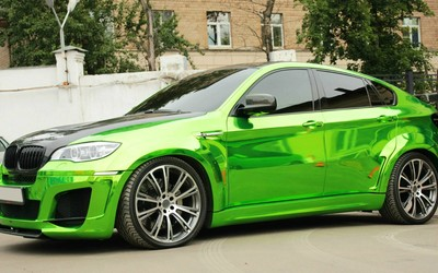 Side view of a green BMW X6 wallpaper