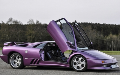 Side view of a Lamborghini Diablo with opened doors wallpaper