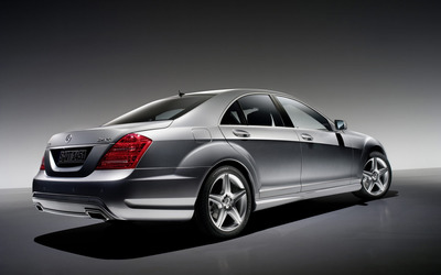Silver Mercedes-Benz S-Class 4MATIC back side view wallpaper
