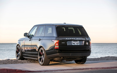 STRUT Land Rover Range Rover facing the ocean wallpaper