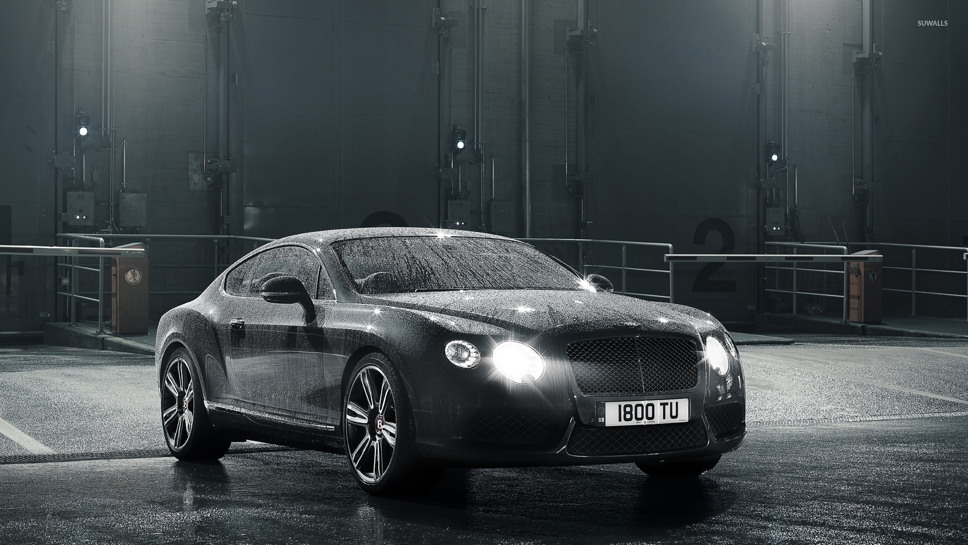 Charmant Water Drops On A 2014 Bentley Continental GT Wallpaper