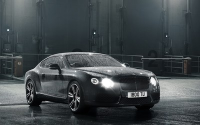 Water drops on a 2014 Bentley Continental GT wallpaper