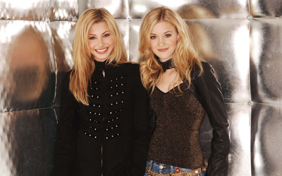 Alyson and Amanda Michalka [4] wallpaper