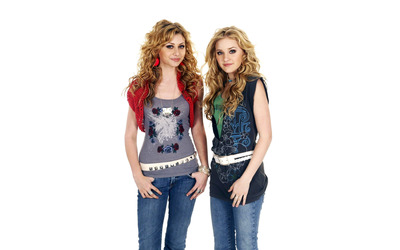 Alyson and Amanda Michalka [3] wallpaper