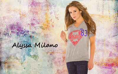 Alyssa Milano in a gray t-shirt wallpaper