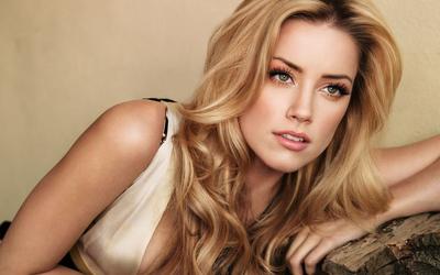 Amber Heard wallpaper