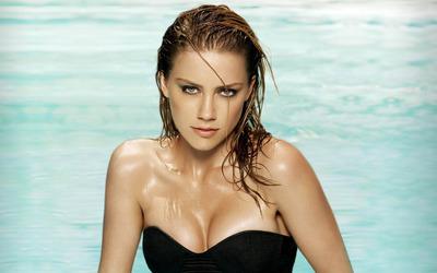 Amber Heard in a swimming pool wallpaper