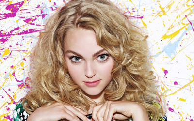 AnnaSophia Robb with pink lips wallpaper