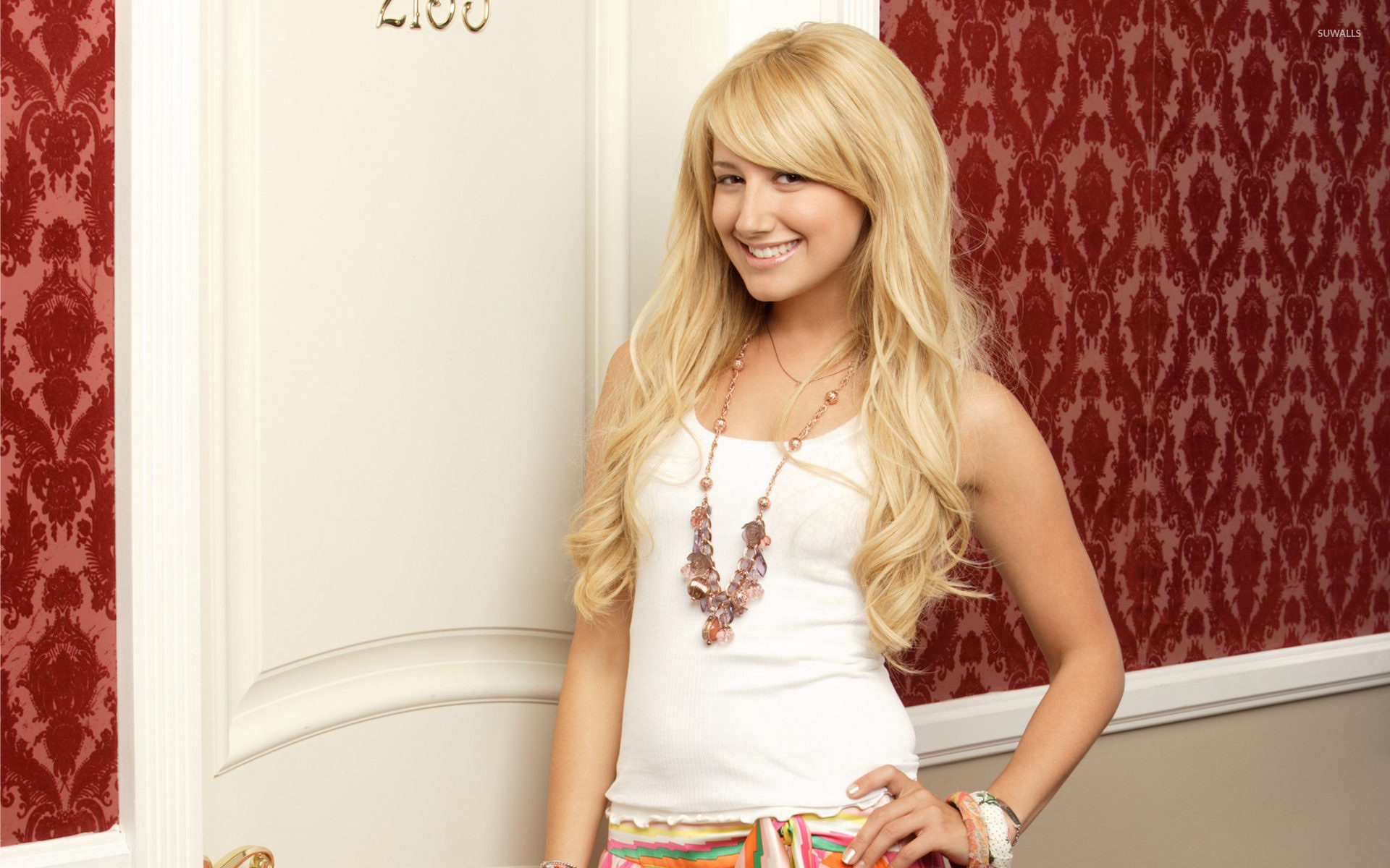 ashley tisdale 4 wallpapers - photo #1