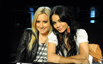 Ashley Tisdale and Vanessa Hudgens wallpaper