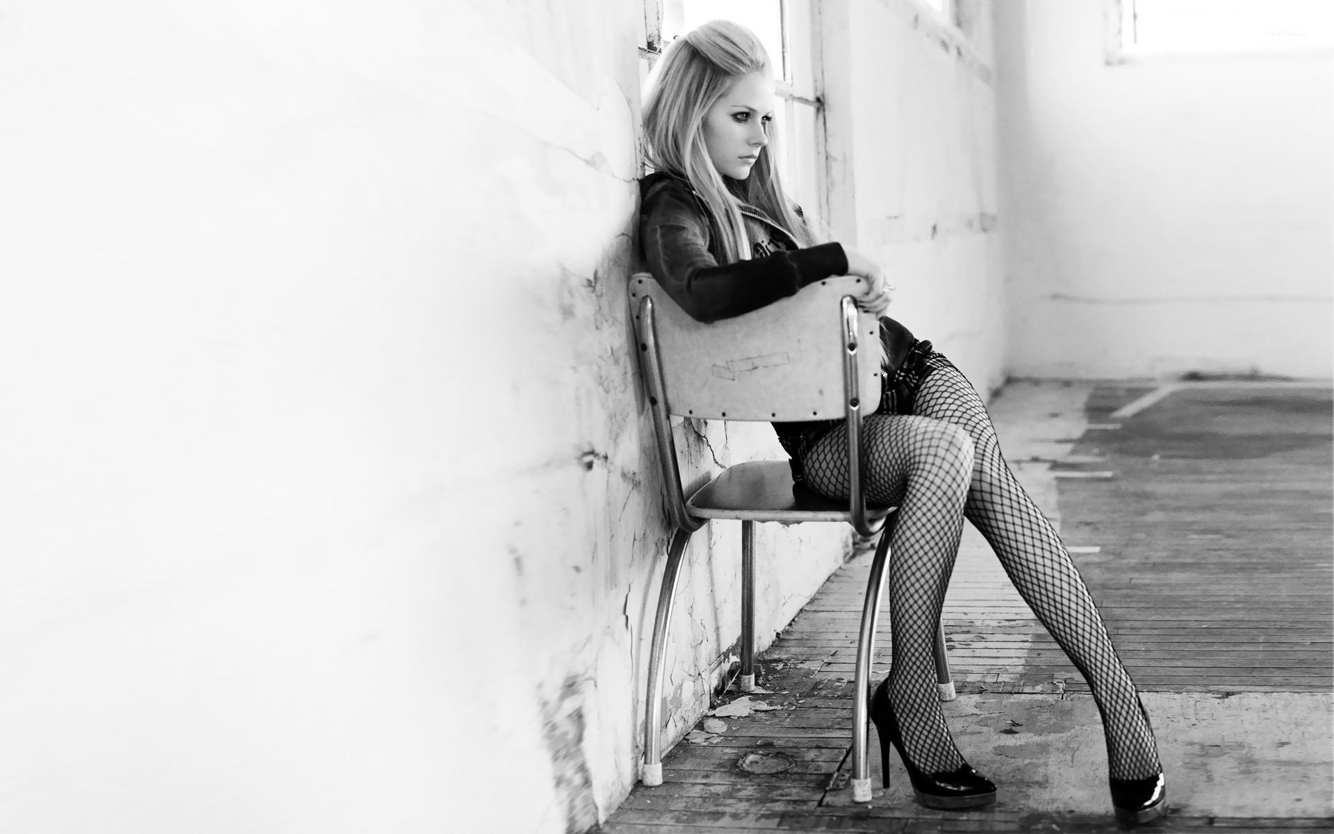 Avril Lavigne 18 Wallpaper Celebrity Wallpapers 12521