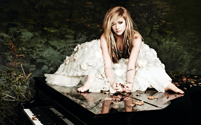 Avril Lavigne [24] wallpaper