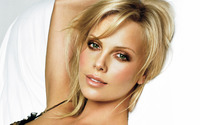 Charlize Theron [23] wallpaper 2560x1440 jpg
