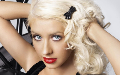 Christina Aguilera with beautiful red lips wallpaper