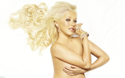 Christina Aguilera with long blonde hair wallpaper
